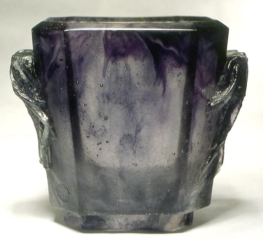 Vase aux drapés, Modèle de 1981 réf. 041A. 02/1983 dimensions 17x10,5x14 cm