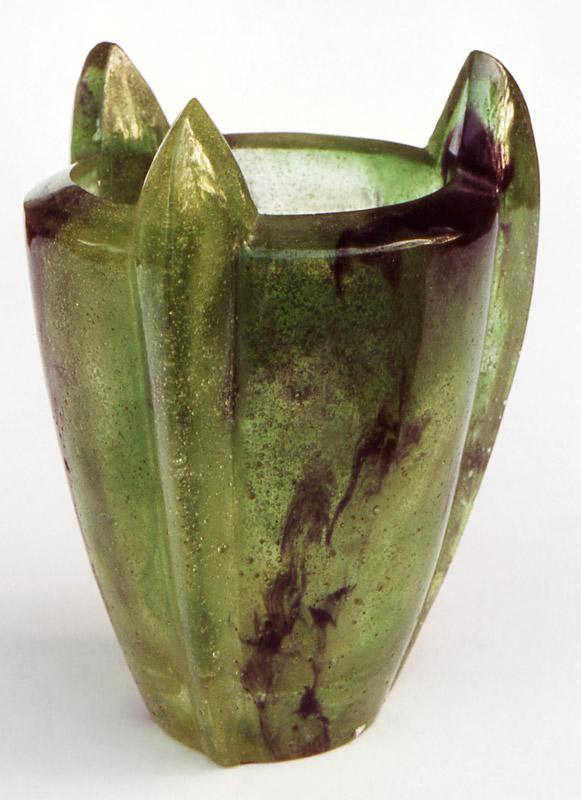 Vase trois griffes, Modèle de 1981 réf. 151A. 09/1984 dimensions 11,5x11,5x15 cm